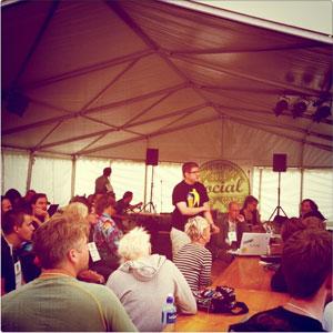 Jag pratar på SSWC. Foto: Robert Lindstedt. Klicka för att se på Instagram.