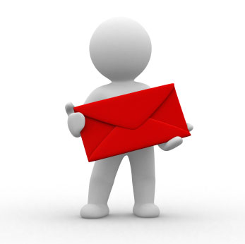 Gubbe som håller i ett brev