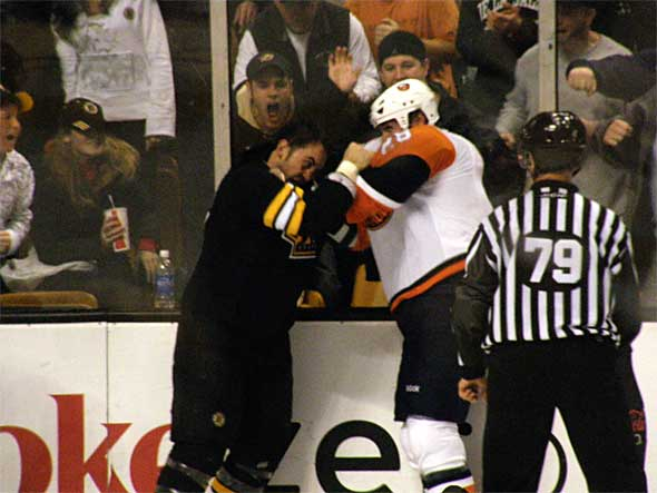 Hockeyfight. Licens: CC BY 2.0. Foto: Dan4th Nicholas.
